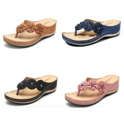 Summer sandals with decorative flowers - ethnic style flip flops